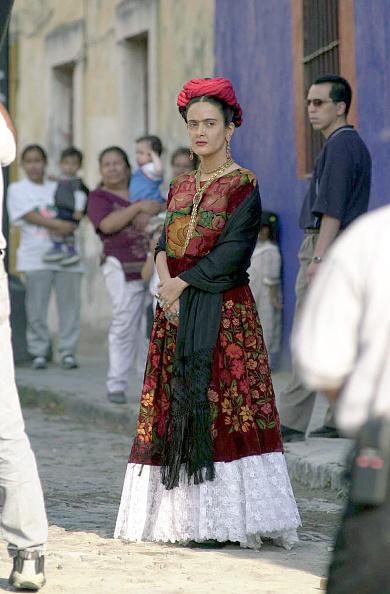 "Movie「Salma Hayek On The Set Of the Film ""Frida Kahlo""」:写真・画像(15)[壁紙.com]"