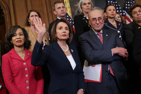 民主主義「Senate And House Democrats Hold Press Conference On Health Care」:写真・画像(7)[壁紙.com]