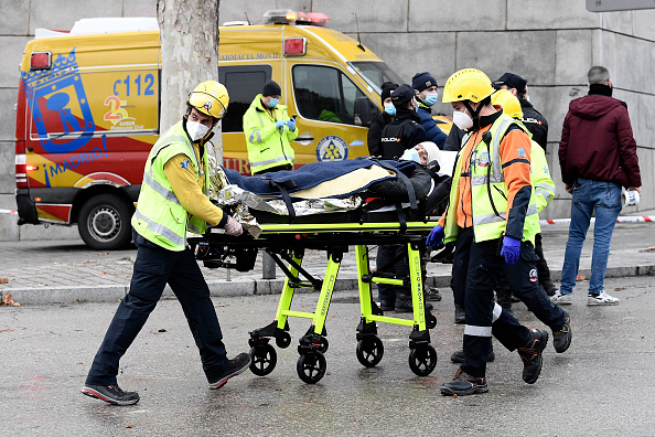 Exploding「At Least Two Dead After Explosion Damages A Building In The Centre Of Madrid」:写真・画像(14)[壁紙.com]