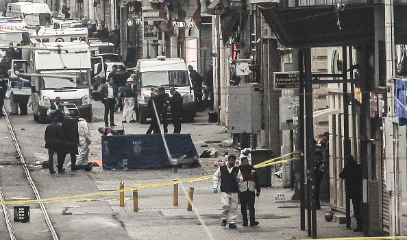 Suicide Bombing「Bomb Explodes In Tourist Shopping Area Of Istanbul」:写真・画像(18)[壁紙.com]