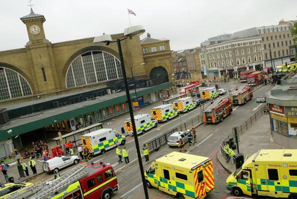 英国 ロンドン「Emergency Services On The Scene Of Blast On London Tube」:写真・画像(1)[壁紙.com]