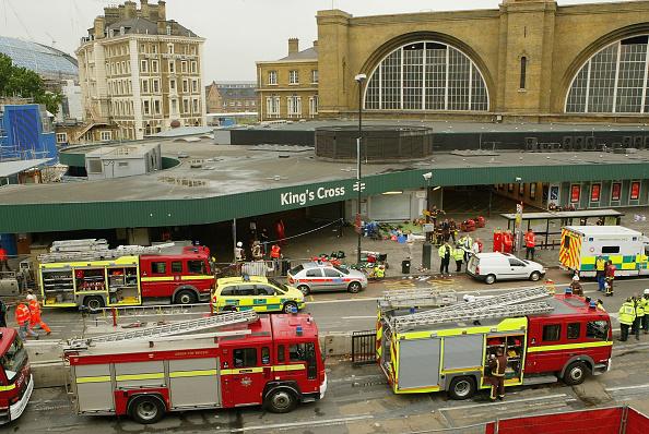英国 ロンドン「Emergency Services On The Scene Of Blast On London Tube」:写真・画像(19)[壁紙.com]