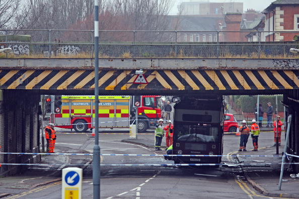 School Bus「Double Decker School Bus Hits Bridge In Leicester」:写真・画像(6)[壁紙.com]