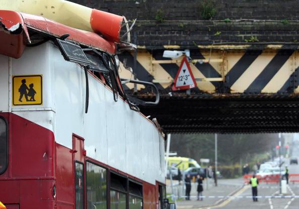 School Bus「Double Decker School Bus Hits Bridge In Leicester」:写真・画像(7)[壁紙.com]
