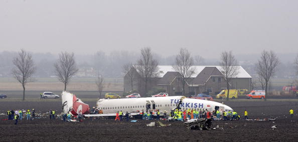 Netherlands「Plane Crashes On Landing At Amsterdam's Schiphol Airport」:写真・画像(16)[壁紙.com]