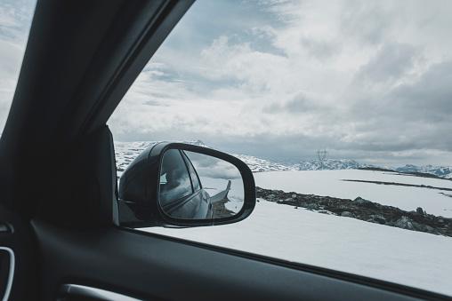 Side-View Mirror「Car side-view mirror near winter landscape」:スマホ壁紙(13)