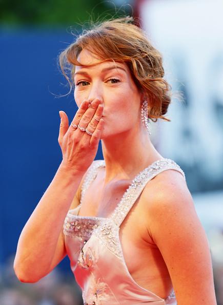 Blowing a Kiss「'Rabin, The Last Day' Premiere - 72nd Venice Film Festival」:写真・画像(14)[壁紙.com]