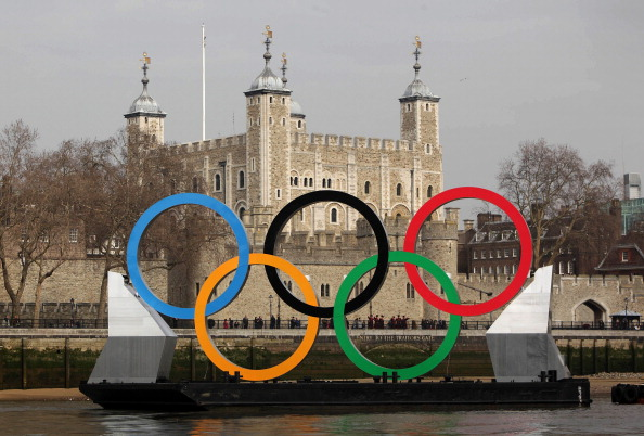2012 Summer Olympics - London「Giant Olympic Rings Are Launched On The River Thames」:写真・画像(17)[壁紙.com]