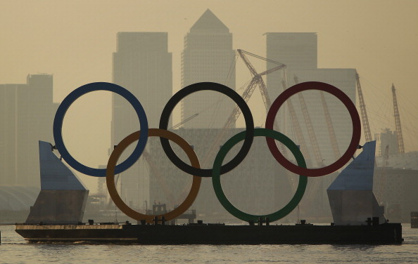 オリンピック「Giant Olympic Rings Are Launched On The River Thames」:写真・画像(5)[壁紙.com]