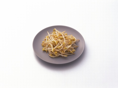 Bean Sprout「Bean sprouts on plate, high angle view」:スマホ壁紙(9)
