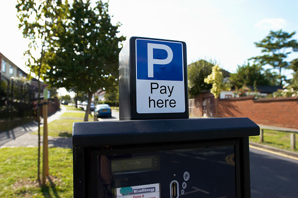 Paying「Parking meter in a residential area, London」:写真・画像(18)[壁紙.com]