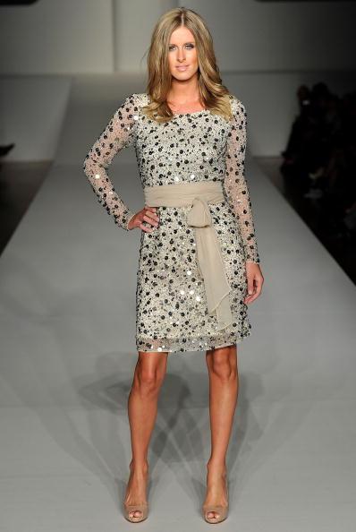 Sleeved Dress「RSFF 2010 - Charlie Brown: Catwalk」:写真・画像(4)[壁紙.com]