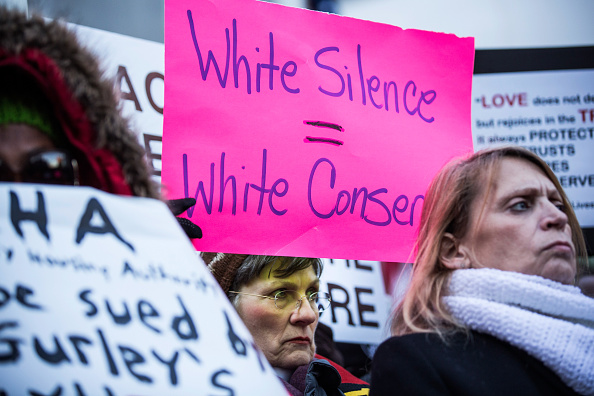 Decisions「Protest At NYC's City Hall Against Grand Jury Decision In Eric Garner Case」:写真・画像(18)[壁紙.com]