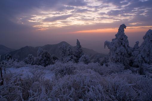 雪景色「Heng Mountain snow in Hengyang,Hunan province,China」:スマホ壁紙(12)