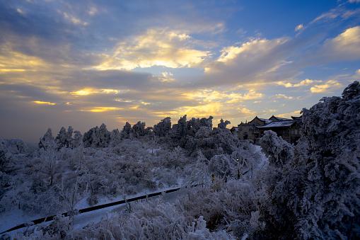雪景色「Heng Mountain snow in Hengyang,Hunan province,China」:スマホ壁紙(11)