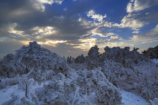 雪景色「Heng Mountain snow in Hengyang,Hunan province,China」:スマホ壁紙(10)