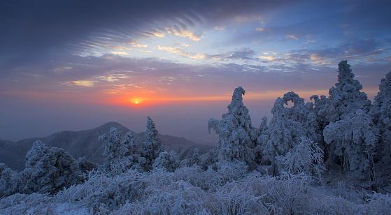 雪景色「Heng Mountain snow in Hengyang,Hunan province,China」:スマホ壁紙(15)