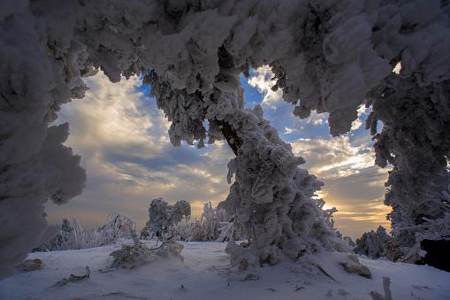 雪景色「Heng Mountain snow in Hengyang,Hunan province,China」:スマホ壁紙(9)