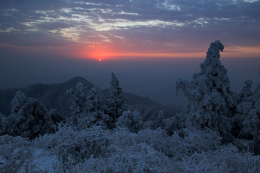 雪景色「Heng Mountain snow in Hengyang,Hunan province,China」:スマホ壁紙(13)