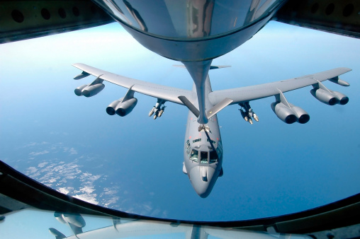Explosive「A KC-135 Stratotanker refuels a B-52 Stratofortress over the Indian Ocean. 」:スマホ壁紙(2)