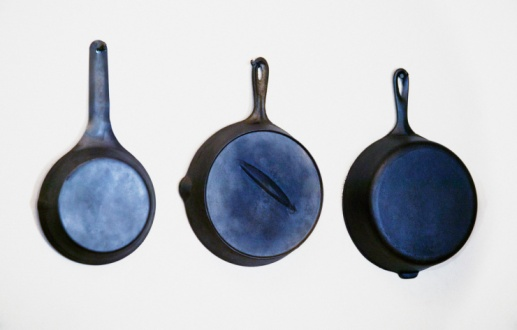 Manufactured Object「Set of 3 skillets on wall」:スマホ壁紙(5)