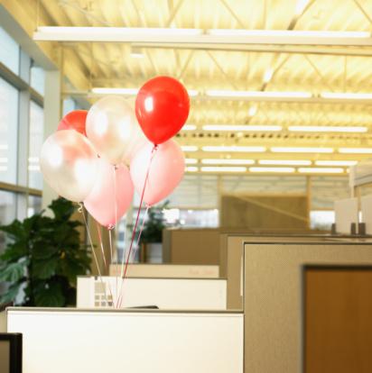 Fun「Balloons in office cubicle」:スマホ壁紙(0)