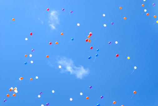 風船「Balloons in the sky」:スマホ壁紙(10)