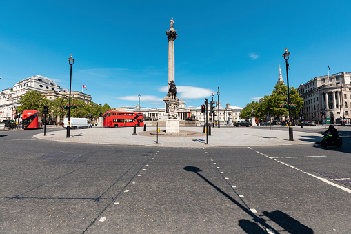 Central London「UK, London, Trafalgar Square with Nelson's column and National Gallery in background」:スマホ壁紙(7)