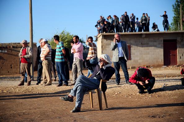 Stringer「Refugees Flee Syria As ISIS Advances On Kobani」:写真・画像(4)[壁紙.com]