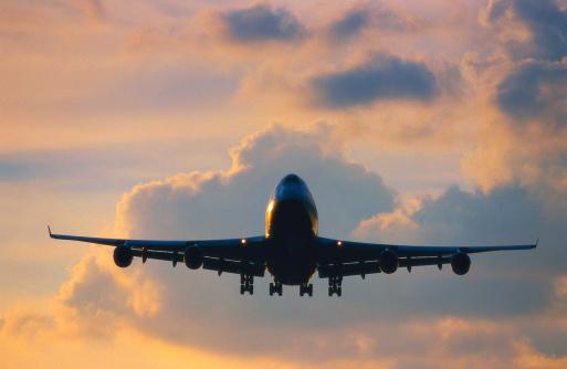 Passenger「a passenger aircraft flying」:スマホ壁紙(10)