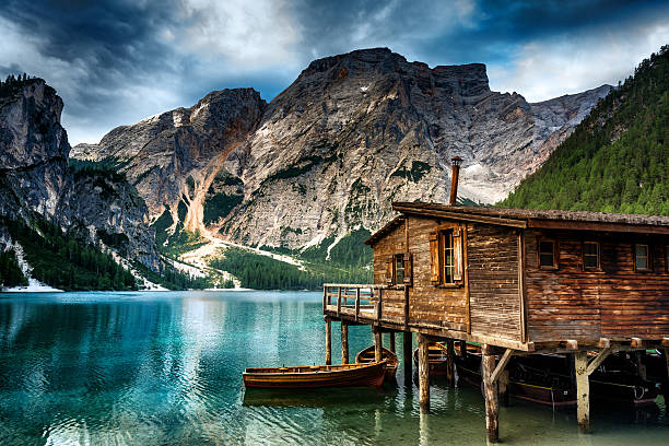 Lake Braies (Pragsersee) in South Tyrol in Summer:スマホ壁紙(壁紙.com)