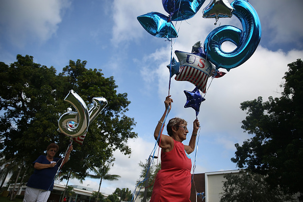 Davie - Florida「Hillary Clinton Attends Grassroots Campaign Event In Florida」:写真・画像(7)[壁紙.com]