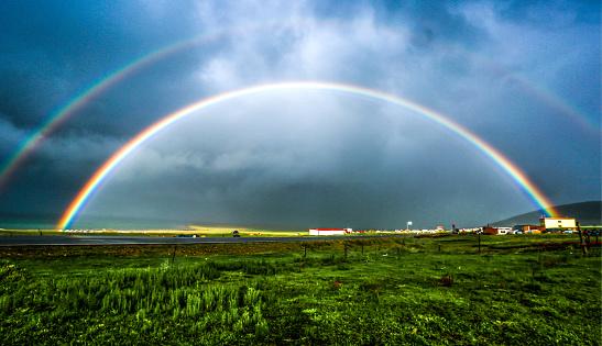 虹「Rainbow of Qinghai Lake,Qinghai Province,China」:スマホ壁紙(14)