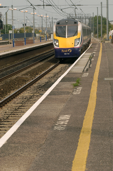 Dividing Line - Road Marking「Rail」:写真・画像(9)[壁紙.com]
