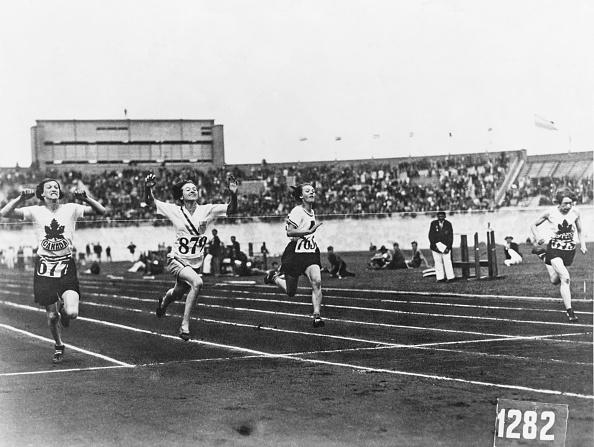 オリンピック「Robinson Wins 100 Metres」:写真・画像(2)[壁紙.com]