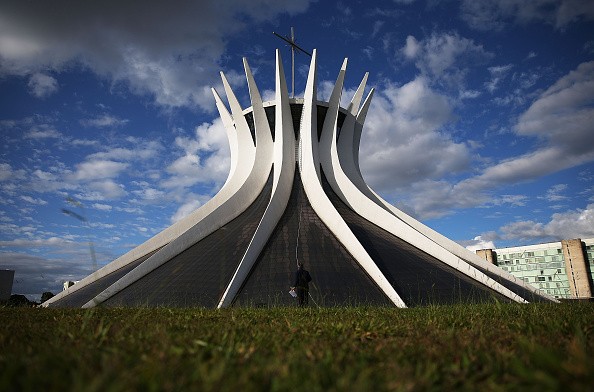 Brasilia「Corpus Christi Procession Winds Through Brasllia」:写真・画像(12)[壁紙.com]