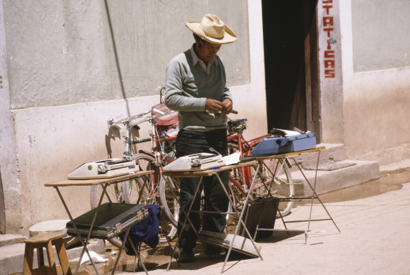 Frances M「Man With Typewriters For Sale」:写真・画像(8)[壁紙.com]