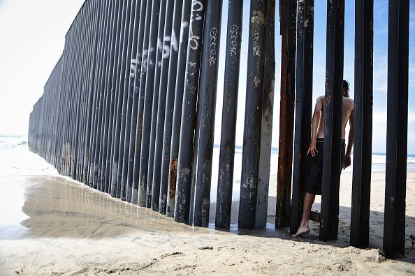 Baja California Peninsula「President Trump Signs Memorandum To Deploy National Guard To Mexican Border」:写真・画像(3)[壁紙.com]