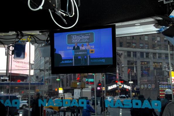 Fedor Emelianenko「Fedor Emelianenko And Tito Ortiz Ring The NASDAQ Opening Bell」:写真・画像(11)[壁紙.com]