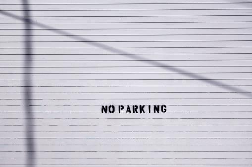 Shadow「No parking sign on a wall」:スマホ壁紙(1)