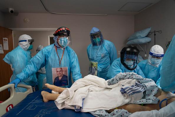 Houston - Texas「United Memorial Medical Center In Houston Staff Treats COVID-19 Patients」:写真・画像(10)[壁紙.com]
