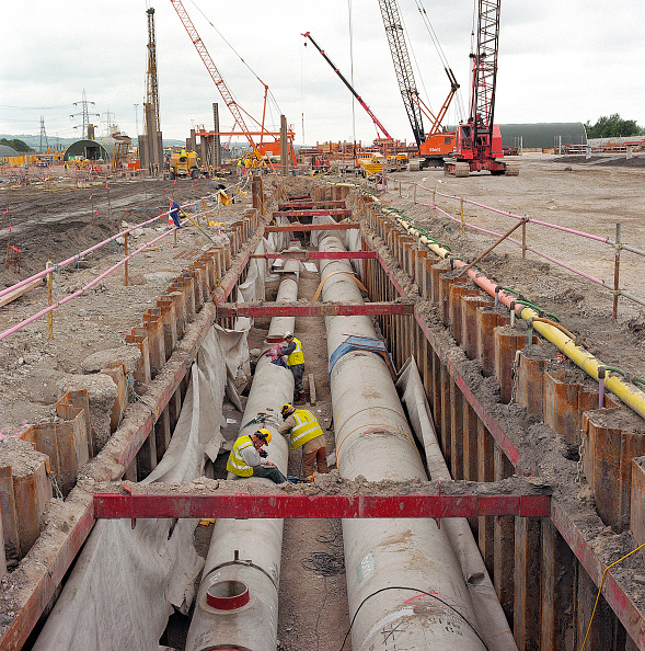 Concrete「Precast concrete pipes in trench supported by interlocking steel sheet piles and bracing.」:写真・画像(9)[壁紙.com]