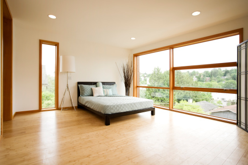Clean「Modern Spacious Bedroom with Hardwood Floors」:スマホ壁紙(11)