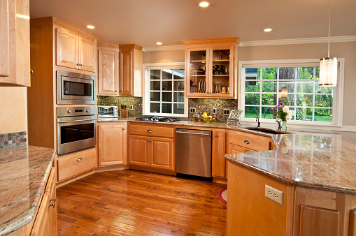 Dishwasher「Modern, spacious kitchen with hardwood floors and cabinets」:スマホ壁紙(15)