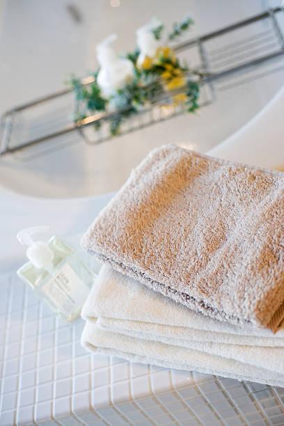 Towels in bathroom:スマホ壁紙(壁紙.com)
