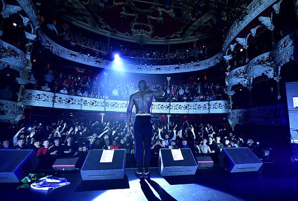 Crowd「Stormzy performs at Olympia Theatre, Dublin」:写真・画像(18)[壁紙.com]