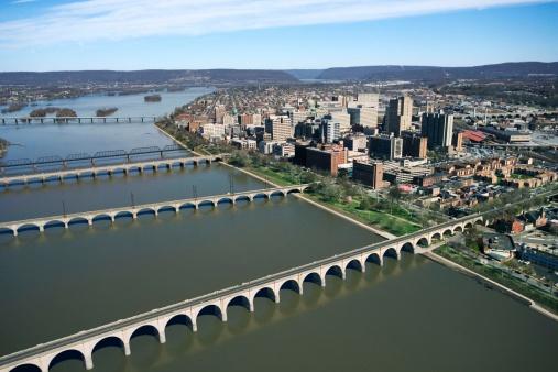 Pennsylvania「Bridges across river in Harrisburg, Pennsylvania」:スマホ壁紙(7)