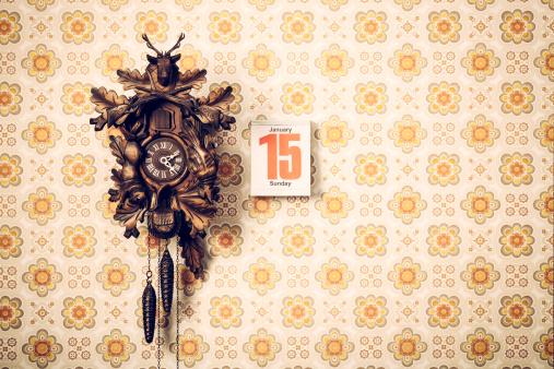 Floral Pattern「Cuckoo Clock and Calendar on Retro Wallpaper」:スマホ壁紙(6)