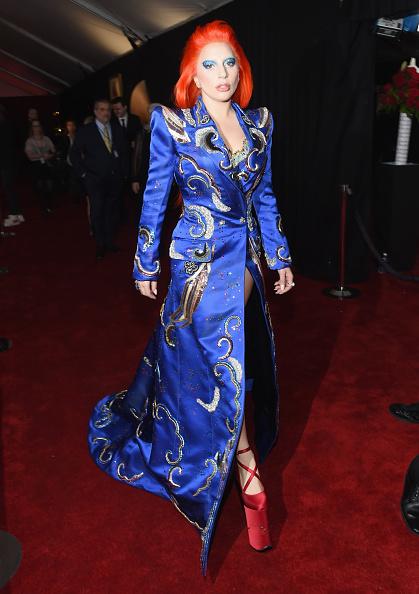 グラミー賞「The 58th GRAMMY Awards - Red Carpet」:写真・画像(4)[壁紙.com]