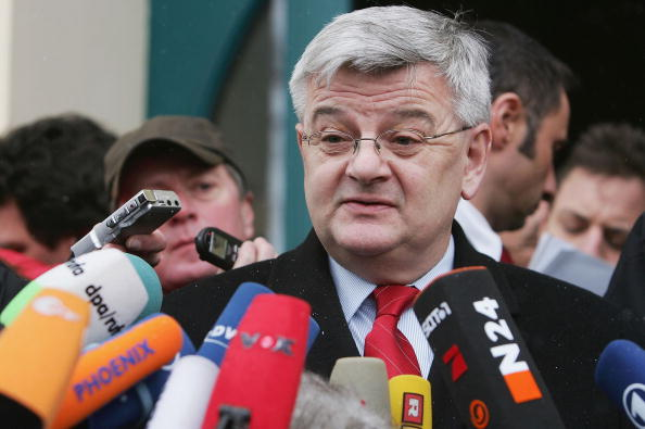 Strategy「Joschka Fischer Faces Media Over Visa Inquiry」:写真・画像(10)[壁紙.com]
